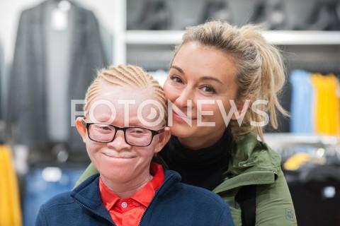 Martyna Wojciechowska z adoptowaną córką Kabulą Nkalango na zakupach w Warszawie