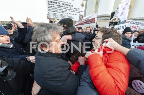Protest zwolennników i przeciwników deklaracji LGBT+ w Warszawie