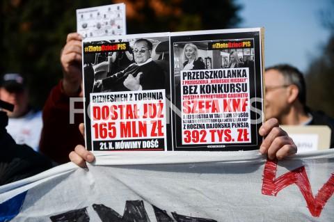 AGENCJA FOTONEWS - 30.03.2019 GDANSKMANIFESTACJA PRZEDSTAWICIELI KOD PRZED KONWENCJA PRAWA I SPRAWIEDLIWOSCI W GDANSKUN/Z PRZEDSTAWICIELE KOMITETU OBRONY DEMOKRACJI MANUFESTUJA PRZED GMACHEM POLITECHNIKI GDANSKIEJFOT MATEUSZ SLODKOWSKI / FOTONEWS