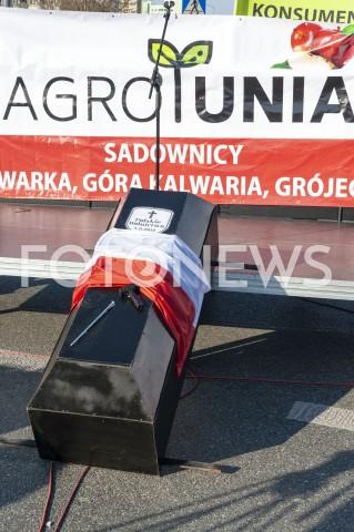 AGENCJA FOTONEWS - 03.04.2019 WARSZAWAPROTEST ROLNIKOW AGROUNIIN/Z TRUMNAFOT GRZEGORZ KRZYZEWSKI / FOTONEWS