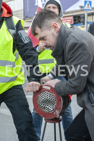 AGENCJA FOTONEWS - 03.04.2019 WARSZAWAPROTEST ROLNIKOW AGROUNIIN/Z MICHAL KOLODZIEJCZAK Z SYRENA ALARMOWAFOT GRZEGORZ KRZYZEWSKI / FOTONEWS