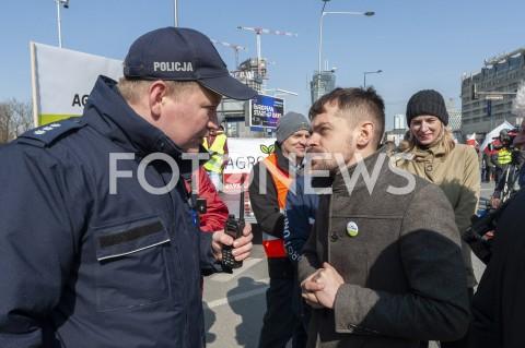 AGENCJA FOTONEWS - 03.04.2019 WARSZAWAPROTEST ROLNIKOW AGROUNIIN/Z MICHAL KOLODZIEJCZAK POLICJANT POLICJAFOT GRZEGORZ KRZYZEWSKI / FOTONEWS