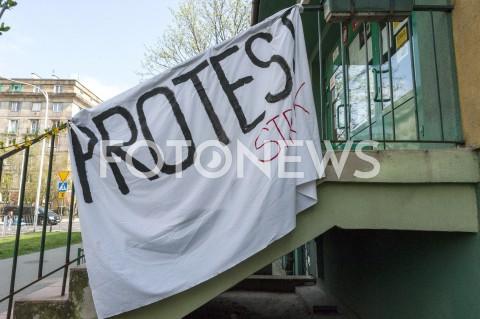 AGENCJA FOTONEWS - 09.04.2019 WARSZAWASTRAJK NAUCZYCIELIN/Z BANNER PROTEST STRAJK NA PORECZYFOT GRZEGORZ KRZYZEWSKI / FOTONEWS