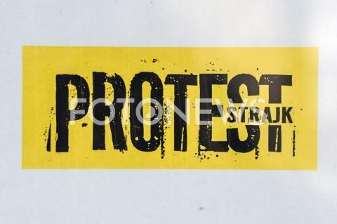 AGENCJA FOTONEWS - 09.04.2019 WARSZAWASTRAJK NAUCZYCIELIN/Z PROTEST STRAJK PLAKATFOT GRZEGORZ KRZYZEWSKI / FOTONEWS