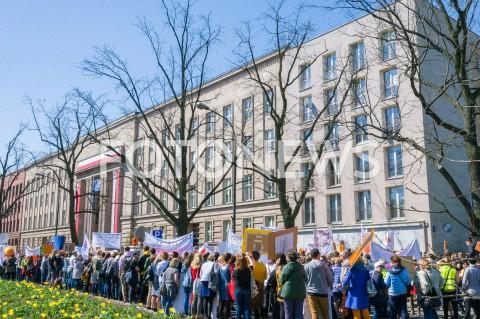 Protest nauczycieli przed Ministerstwem Edukacji Narodowej w Warszawie
