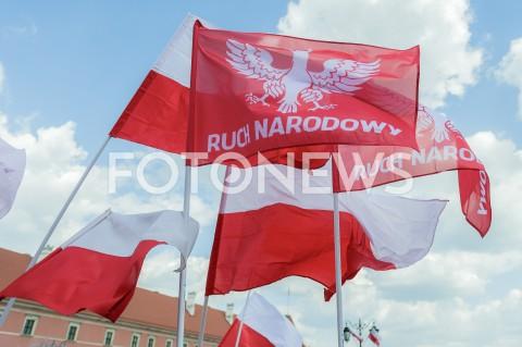 AGENCJA FOTONEWS - 01.05.2019 WARSZAWAMARSZ SUWERENNOSCIN/Z FLAGA NAPIS RUCH NARODOWYFOT MAREK KONRAD / FOTONEWS