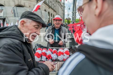 AGENCJA FOTONEWS - 03.05.2019 WARSZAWA OBCHODY SWIETA NARODOWEGO 3 MAJA N/Z SPRZEDAWCA FLAG PAMIATEKFOT MAREK KONRAD / FOTONEWS