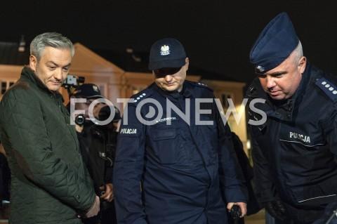 AGENCJA FOTONEWS - 13.05.2019 WARSZAWAUDAREMNIONA PRZEZ POLICJE PROJEKCJA FILMU O PEDOFILII NA ELEWACJI KATEDRY POLOWEJ WOJSKA POLSKIEGON/Z ROBERT BIEDRON POLICJANCI FUNKCJONARIUSZE POLICJIFOT GRZEGORZ KRZYZEWSKI / FOTONEWS