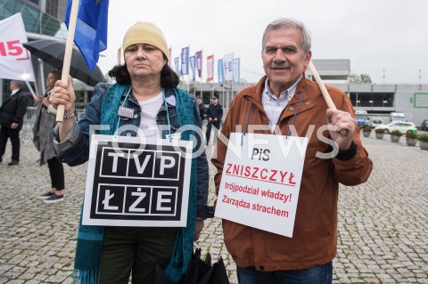 AGENCJA FOTONEWS - 23.05.2019 WARSZAWADEBATA EUROPEJSKA W TVPN/Z PROTESTUJACY PRZECIWKO TVP TVP LZEFOT MAREK KONRAD / FOTONEWS