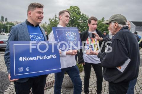 AGENCJA FOTONEWS - 23.05.2019 WARSZAWADEBATA EUROPEJSKA W TVPN/Z OSOBY WSPIERAJACE PISFOT MAREK KONRAD / FOTONEWS