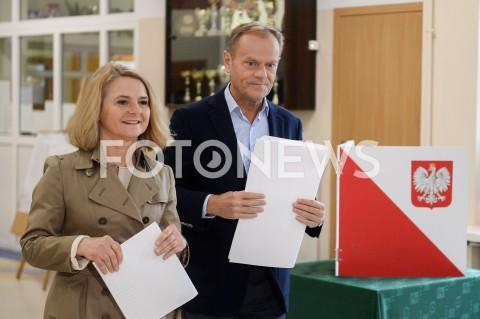AGENCJA FOTONEWS - 26.05.2019 SOPOTDONALD TUSK GLOSUJE W WYBORACH DO PARLAMENTU EUROPEJSKIEGO W SOPOCIEN/Z MALGORZATA TUSK DONALD TUSKFOT MATEUSZ SLODKOWSKI / FOTONEWS