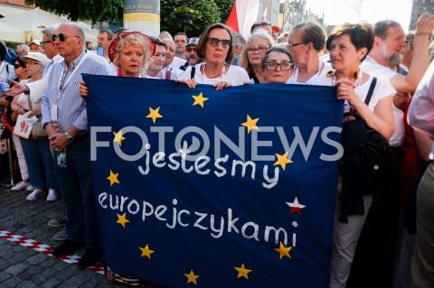 AGENCJA FOTONEWS - 04.06.2019 GDANSKSWIETO WOLNOSCI I SOLIDARNOSCI W GDANSKUN/Z LUDZIE Z TRANSPARENTEM JESTESMY EUROPEJCZYKAMIFOT MATEUSZ SLODKOWSKI / FOTONEWS