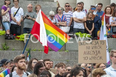 """Manifestacja """"Warszawa przeciw przemocy. Solidarni z Białymstokiem"""" w Warszawie"""
