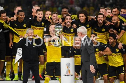 AGENCJA FOTONEWS - 03.08.2019 DORTMUNDPILKA NOZNA - SUPERPUCHAR NIEMIEC 2019(Football - Germany Supercup 2019)MECZ BORUSSIA DORTMUND - BAYERN MONACHIUM(Borussia Dortmund - Bayern Munich)N/Z BORUSSIA DORTMUND ZWYCIEZCA SUPERPUCHAR LUKASZ PISZCZEK DEKORACJA MARCO REUSFOT MATEUSZ SLODKOWSKI / FOTONEWS