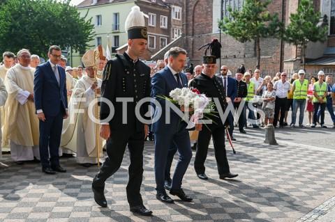 AGENCJA FOTONEWS - 31.08.2019 GDANSKOBCHODY 39. ROCZNICY POROZUMIEN SIERPNIOWYCH W GDANSKUN/Z PIOTR DUDA SKLADA KWIATY POD POMNIKIEM JANA PAWLA II PRZY KOSCIELE SW BRYGIDY W GDANSKUFOT MATEUSZ SLODKOWSKI / FOTONEWS