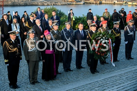 AGENCJA FOTONEWS - 01.09.2019 GDANSKOBCHODY 80. ROCZNICY WYBUCHU II WOJNY SWIATOWEJ NA WESTERPLATTE(Commemorative ceremony at Westerplatte ? 80th anniversary of the outbreak of the Second World War)N/Z SLAWOJ LESZEK GLODZ MARIUSZ BLASZCZAK SKLADA KWIATY POD POMNIKIEM WESTERPLATTEFOT MATEUSZ SLODKOWSKI / FOTONEWS