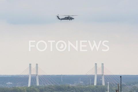 AGENCJA FOTONEWS - 02.09.2019 WARSZAWAPOLICYJNE SMIGLOWCE NAD MIASTEMN/Z SMIGLOWIEC HELIKOPTER BLACKHAWK SIKORSKY S-70I REJESTRACJA SN-71XP MOST SIEKIERKOWSKIFOT GRZEGORZ KRZYZEWSKI / FOTONEWS