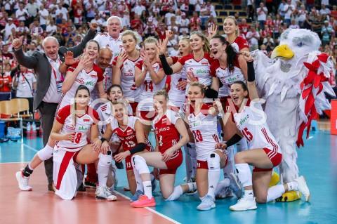 AGENCJA FOTONEWS - 04.09.2019 LODZ ( POLAND )SIATKOWKA KOBIET MISTRZOSTWA EUROPY KOBIET CEV EUROVOLLEY 2019 WOMEN EUROPEAN CHAMPIONSHIP1/4 FINALU MECZ POLSKA - NIEMCY ( Poland - Germany ) N/Z ZWYCIESTWO WYGRANA RADOSC AWANS DO POLFINALU EMOCJE ZDJECIE GRUPOWE GRUPOWKA ZAWODNICZKI SIATKARKI POMECZOWE MARTYNA GRAJBER KLAUDIA ALAGIERSKA AGNIESZKA KAKOLEWSKA MARTYNA LUKASIK MARIA STENZEL MAGDALENA STYSIAK ZUZANNA EFIMIENKO - MLOTKOWSKA PAULINA MAJ - ERWARDT JOANNA WOLOSZ ALEKSANDRA WOJCIK NATALIA MEDRZYK MALWINA SMARZEK - GODEK KATARZYNA ZAROSLINSKA - KROL MARLENA KOWALEWSKA PLESNIEROWICZ JACEK KASPRZYK KRZYSZTOF ZAJAC ORZEL MASKOTKA REPREZENTACJIFOT ARTUR MARCINKOWSKI / FOTONEWS