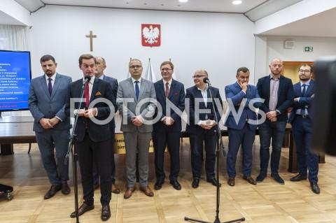 AGENCJA FOTONEWS - 10.09.2019 WARSZAWAKONFERENCJA KOMISJI WERYFIKACYJNA DS NIERUCHOMOSCI PREZENTACJA PROJEKTU RAPORTU KONCOWEGO N/Z SEBASTIAN KALETA WIKTOR KLIMIUK JAN MOSINSKI LUKASZ KONDRATKO PAWEL LISIECKI ROBERT KROPIWNICKI BARTLOMIEJ OPALINSKI SLAWOMIR POTAPOWICZ ROBERT KROPIWNICKI ADAM ZIELINSKIFOT GRZEGORZ KRZYZEWSKI / FOTONEWS