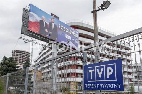 Billboard kandydata PiS Krzysztofa Sobolewskiego na terenie oddziału Telewizji Polskiej w Rzeszowie