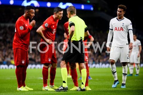AGENCJA FOTONEWS - 01.10.2019 - LONDYNPILKA NOZNA - MECZ FAZY GRUPOWEJ LIGI MISTRZOWTOTTENHAM HOTSPUR - BAYERN MONACHIUMFootball - Champions League Group B match(Tottenham Hotspur - Bayern Munich)N/Z ROBERT LEWANDOWSKI DYSKUSJA SEDZIAFOT MATEUSZ SLODKOWSKI / FOTONEWS