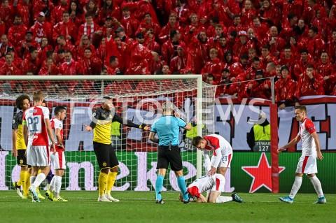 AGENCJA FOTONEWS - 02.10.2019 - PRAGAPILKA NOZNA - MECZ FAZY GRUPOWEJ LIGI MISTRZOWSLAVIA PRAGA - BORUSSIA DORTMUNDFootball - Champions League Group F match(Slavia Prague - Borussia Dortmund)N/Z ACHRAF HAKIMI FAULFOT MATEUSZ SLODKOWSKI / FOTONEWS