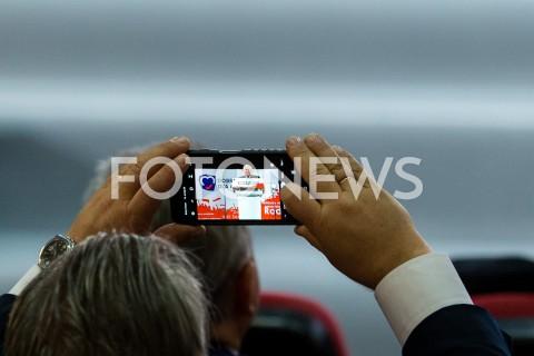 AGENCJA FOTONEWS - 06.10.2019 RZESZOWKONWENCJA WYBORCZA PIS W RZESZOWIE N/Z JAROSLAW KACZYNSKI SMARTFON TELEFONFOT MACIEJ GOCLON / FOTONEWS