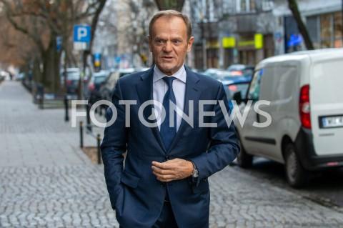 Donald Tusk przed studiem Dzień Dobry TVN w Warszawie