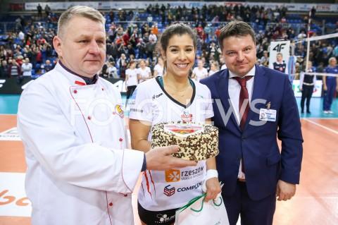 AGENCJA FOTONEWS - 12.02.2020 RZESZOW SIATKOWKA PUCHAR POLSKI LSK 2019/2020 1/4 FINALU - CWIERCFINAL MECZ DEVELOPRES SKYRES RZESZOW - BKS STAL BIELSKO BIALA N/Z NATALIA VALENTIN ANDERSON MVP KOMISARZ SEBASTIAN MICHALAK FOT MACIEJ GOCLON / FOTONEWS