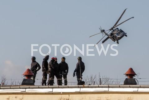 Ćwiczenia wysokościowo-taktyczne z wykorzystaniem policyjnego śmigłowca Black Hawk w Zaczerniu k. Rzeszowa