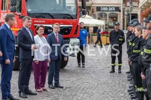 Spotkanie ministra sprawiedliwości Zbigniewa Ziobro ze strażakami z OSP Budziwój w Rzeszowie