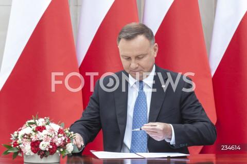 Podpisanie przez Prezydenta RP Andrzeja Dudę projektu zmian w konstytucji w Warszawie