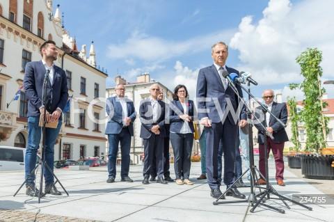 Konferencja prezydentów Gdańska i Sopotu nt. pomocy podkarpackim samorządom dotkniętym ostatnią powodzią w Rzeszowie