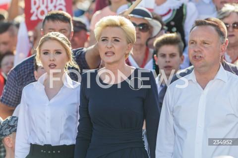 Kinga Duda włączyła się w kampanię prezydenta Andrzeja Dudy w ostatnim dniu kampanii wyborczej w Rzeszowie