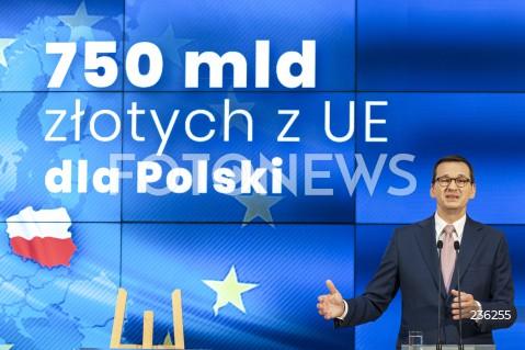 Konferencja premiera Mateusza Morawieckiego po powrocie z negocjacji budżetowych UE w Warszawie
