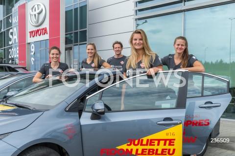 Przekazanie samochodów marki Toyota siatkarkom Developresu Skyres Rzeszów