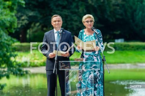 Narodowe Czytanie 2020 z udziałem pary prezydenckiej w Ogrodzie Saskim w Warszawie