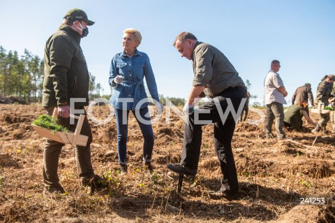 """Ogólnopolska akcja sadzenia drzew """"sadziMY"""" z udziałem pary prezydenckiej w Nadleśnictwie Lipusz"""
