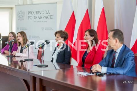 Podpisanie umowy dot. utworzenia Centrów Usług Społecznych z udziałem minister rodziny w Rzeszowie