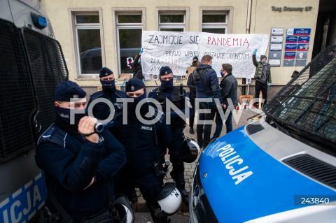 24.10.2020 GDANSK<br />PROTEST KOBIET W GDANSKU<br />N/Z POLICJA OCHRANIA SIEDZIBE PRAWA I SPRAWIEDLIWOSCI<br />