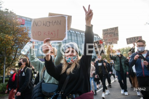 24.10.2020 GDANSK<br />PROTEST KOBIET W GDANSKU<br />N/Z PROTESTUJACA KOBIETA<br />