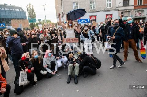 24.10.2020 GDANSK<br />PROTEST KOBIET W GDANSKU<br />N/Z PROTESTUJACY POD SIEDZIBA PIS<br />