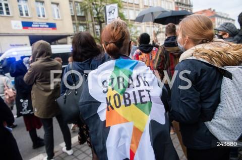 24.10.2020 GDANSK<br />PROTEST KOBIET W GDANSKU<br />N/Z KOBIETA Z FLAGA STRAJK KOBIET<br />