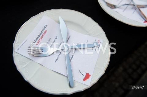 25.10.2020 GDANSK<br />PROTEST GASTRONOMII ORAZ PROTEST KOBIET W GDANSKU<br />N/Z OSTATNIA WIECZERZA GASTRONOMII<br />