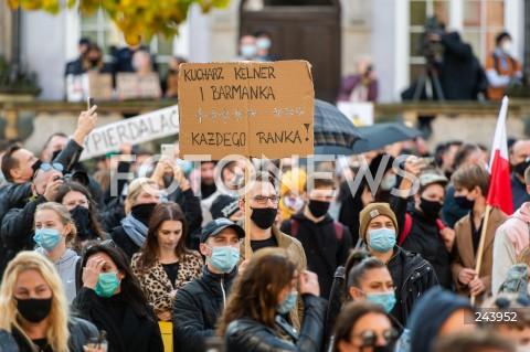 Protest gastronomii oraz protest kobiet w Gdańsku
