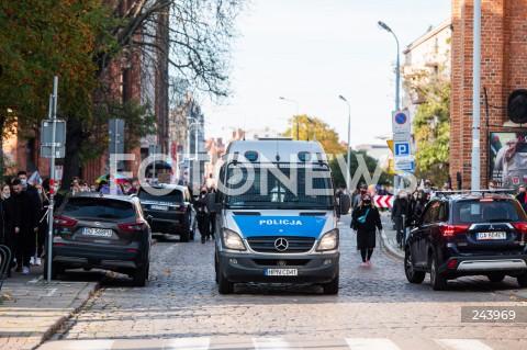 25.10.2020 GDANSK<br />PROTEST GASTRONOMII ORAZ PROTEST KOBIET W GDANSKU<br />N/Z RADIOWOZ POLICYJNY POLICJA PATROLUJE ULICE GDANSKA<br />
