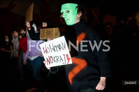26.10.2020 GDANSK<br />PROTEST KOBIET I KONTRMANIFESTACJA W GDANSKU<br />N/Z PROTESTUJACY<br />