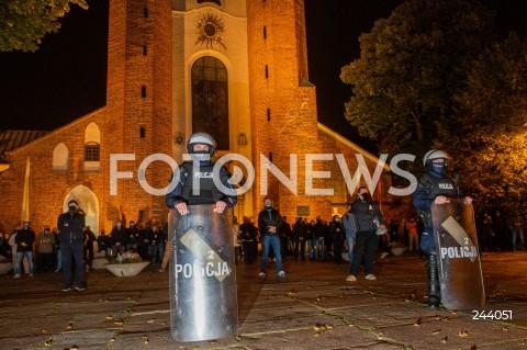 Protest kobiet i kontrmanifestacja w Gdańsku