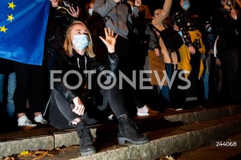 26.10.2020 GDANSK<br />PROTEST KOBIET I KONTRMANIFESTACJA W GDANSKU<br />N/Z PROTESTUJACA KOBIETA<br />