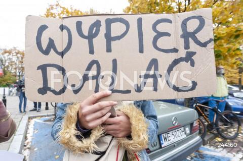 27.10.2020 WARSZAWA<br />STRAJK KOBIET PRZED SEJMEM<br />N/Z PROTESTUJACY MANIFESTANCI Z TRANSPARENTAMI<br />